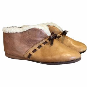 Vintage Orvis Brown Leather Sherpa Bootie Slippers